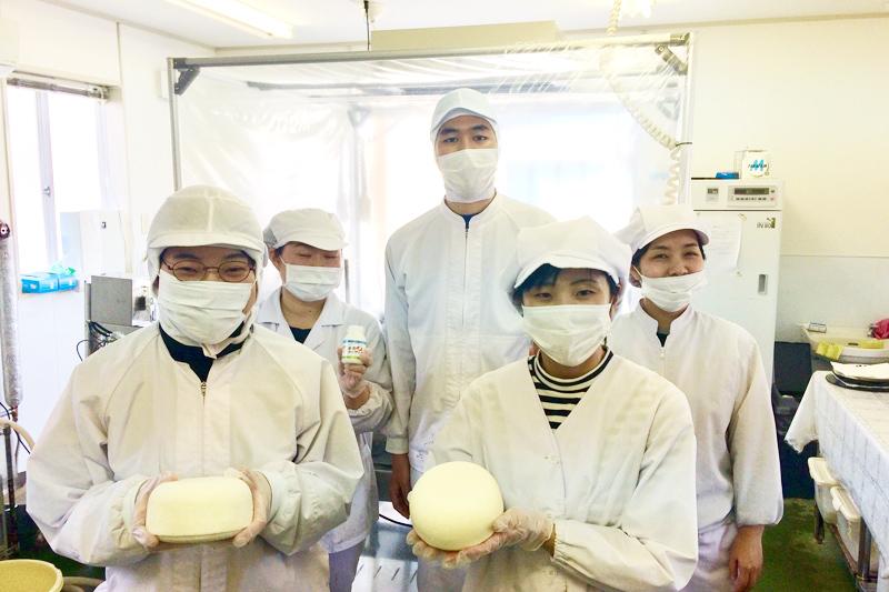 チーズやのむヨーグルトなどの製造風景